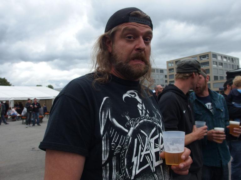 So n Typ mit Bier